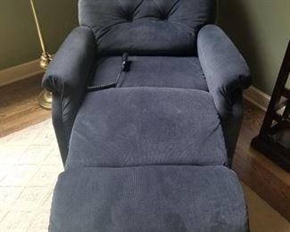 La Z Boy Recliner Lift Chair $400