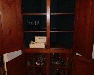 Antique 1 pc. Corner Cabinet / Pennsylvania 1850s