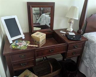 Craftique Vanity $300