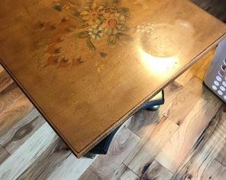 Nice pedestal table