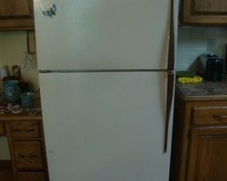 Hotpoint refrigerator with icemaker