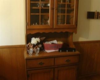 Small china cabinet (2 pieces)