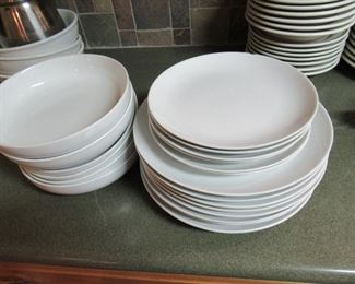 Linens & things mixed lot of dishes 20 pieces- Price 15.00