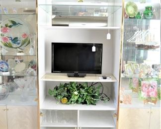 """CENTER SECTION OF DISPLAY CABINET, 29"""" SLIM LED EMERSON TV"""