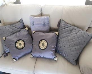 5 decorative purple throw pillows