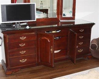 ThomasvilleKingsize Bedroom Suite- $1,500