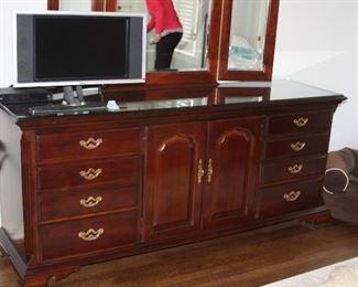 ThomasvilleKingsize Bedroom Suite - $1,500