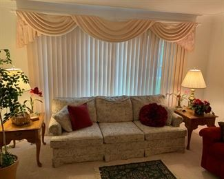 """Kroehler Upholestered Couch w/accent pillows 32""""Dx85""""Wx31""""H!"""