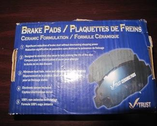 Set of 4 Ceramic Brake Pads for 08-12 Town & Country 08-10 Dodge Caravan Journey-New IN BOX