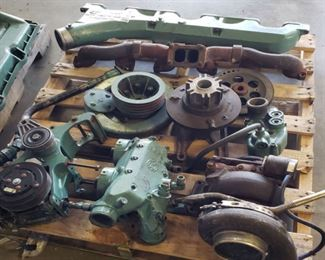 4 Pallets of Detroit Diesel Series 60 12.6L six cylinder diesel engine parts