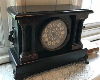 Vintage mantle clock $125.00