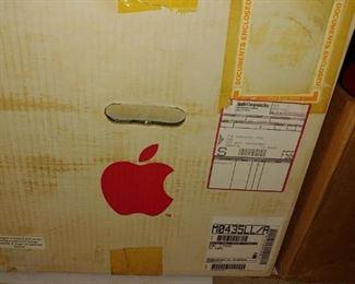 004 Vintage Apple Computer