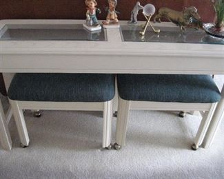 Thomasville Sofa Table with Two Stools...