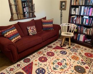 Rooms to Go red sleeper sofa // Like-new 8x6 area rug