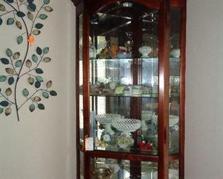 curio cabinet w/curios?
