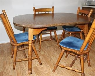 Dinning Rm set with 2 leaves and 6 chairs.