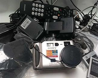 https://connect.invaluable.com/randr/auction-lot/canon-batteries-remotes-chargers-sony-camera_AAB472098C