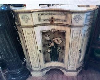 Decorative Serpentine Front Sideboard $280.00