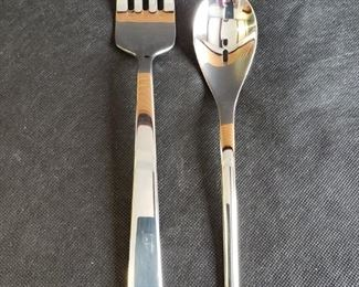 """https://ctbids.com/#!/description/share/422391 3 Count Oneida 18/10 9"""" Serving Spoons and 3 Count 13"""" Wedgwood Serving Forks."""