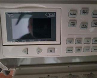 Lot 2     Cricut Scrapbook Cutting Machine with 5 Cartridges   $175