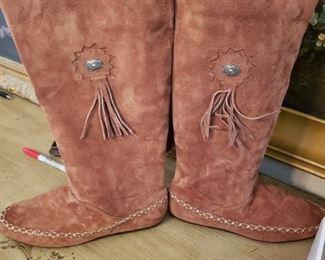 Lot 86    Womens Hushpuppies Boots  Size 10M   $30