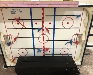 Vintage bubble hockey table with no bubble but all pieces included works great