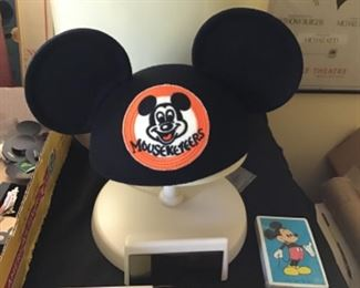 Disney collector Edition Mickey Ears with stand, plate and Box....50.00