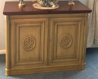 https://www.ebay.com/itm/114240038333BU1024: Bar / Serving Cabinet Folding Top Picked Green and Brown Local Pickup Auction