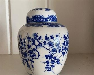 Small ginger jar with 2 lids