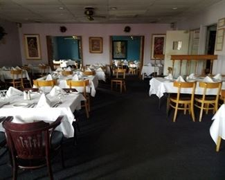 DINING ROOM FURNITURE/TABLE LINENS