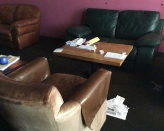 LEATHER LOVESEAT/LOUNGE CHAIRS