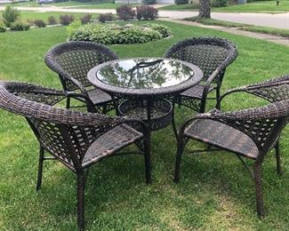 Wicker Outdoor Dining Set - like new