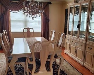 Bernhardt Dining Room set with 6 Chairs (also comes with leaves and covers
