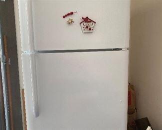 Fridgidaire refrigerator