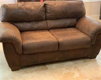 Ashley Furniture Faux Leather Loveseat Sofa	29x72x40in	HxWxD	AH115
