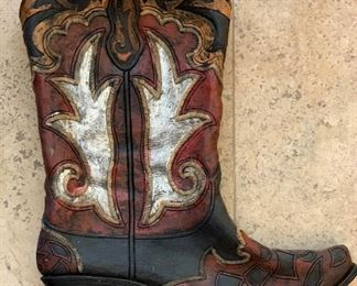 Resin Cowboy Boot Decor	16.5x15x2.5in	HxWxD	AH124