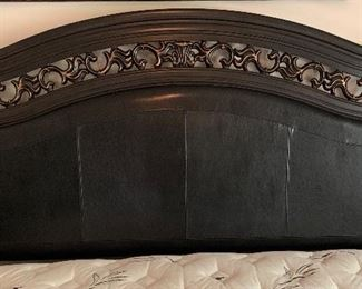 King Ashley Furniture Signature Suzannah Sleigh Bed	62x80x95 Mattress Height: 25in	HxWxD	AH139