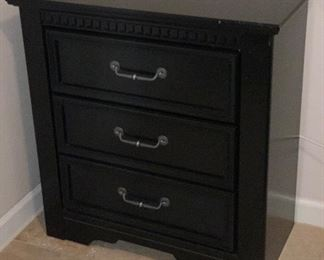Ashley Furniture Cavallino Black Finish 3-Drawer Dresser	34x33x17in	HxWxD	AH161