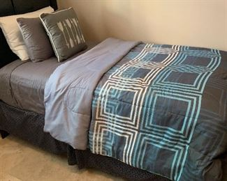 #2 Twin Bed Bedding			AH169