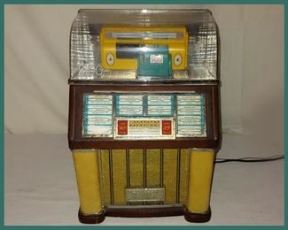 Vintage Thomas Collector's Edition Selectomatic Radio and Cassette Player; Comes with Cassettes