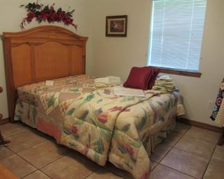 Queen size bed ~ Bedding, Quilt, more