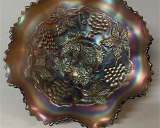 Lot 021 Northwood Carnival glass - grape and cable - Amethyst bowl
