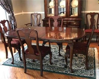 Lot 6 Queen Anne Style Dining Set with 6 Chairs