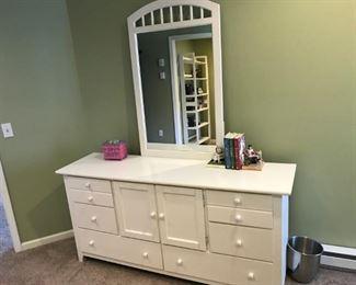 Stanley dresser with mirror