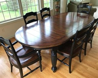 Hooker kitchen set with 2 leaves and 6 chairs