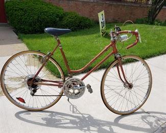 """Vintage 1970's Schwinn Varsity Ladies 10 Speed Brown 26"""" bike 23"""" frame $195"""