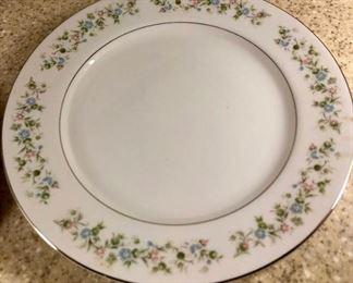 $75 - Cantebury by Townhouse, 8 dinner plates, 8 dessert plates, 8 dessert bowls, 1 round serving plate