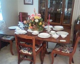 Duncan Phyfe dining room table/chairs, accessories