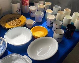 Mugs/coffee cups
