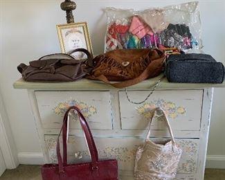 10$ - 15$ Bags, totes & purses